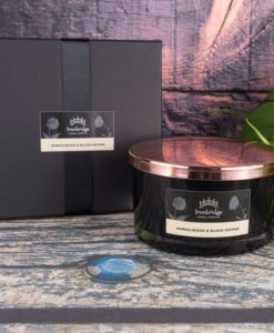 Sandalwood & Black Pepper 3-Wick Candle (Black)